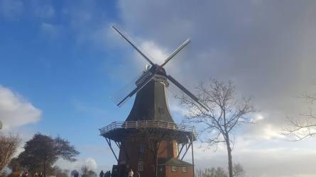Greetsieler Mühle mit Flügeln